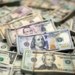 الدولار يتراجع إلى أدنى مستوى في 9 أيام مع توقف موجة صعوده