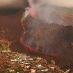 إعادة فتح مطار لا بالما وسط استمرار توقف الطيران وثوران بركان الجزيرة