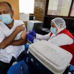 مصر تتيح تطعيما فوريا ضد كورونا وسط الموجة الرابعة للجائحة