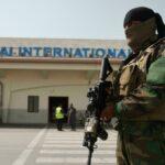 آخر من تبقى من موظفات مطار كابول يكسرن حاجز الخوف
