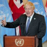 جونسون يطالب فرنسا بضبط النفس بعد أزمة الغواصات