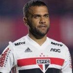 البرازيلي داني ألفيس يرحل عن ساو باولو