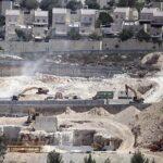 محافظة القدس: هدم عشرات المنشآت التجارية لصالح الاستيطان